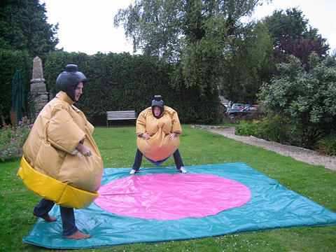 Combat de sumo pour la « Stag Party » de Lee